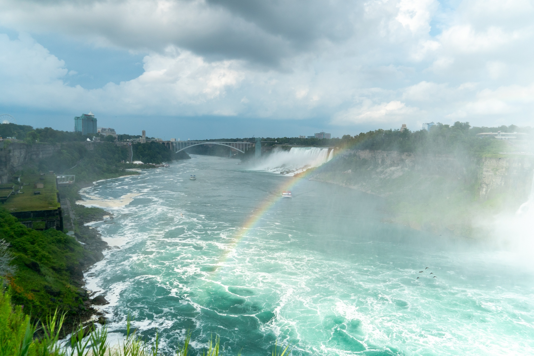 Falls with rainbow